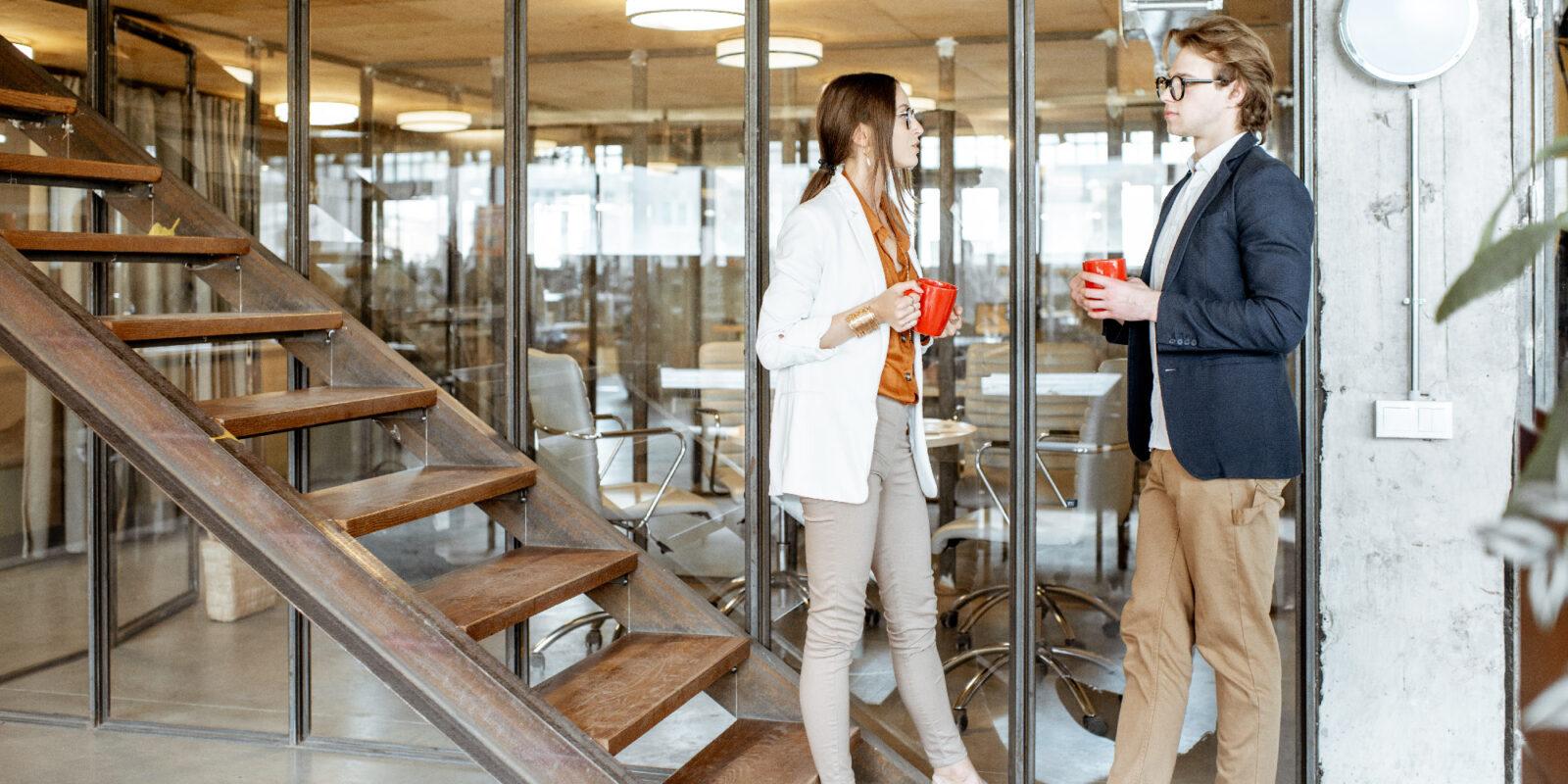 Ekspres do kawy do biura – przelewowy, na kapsułki czy automatyczny?
