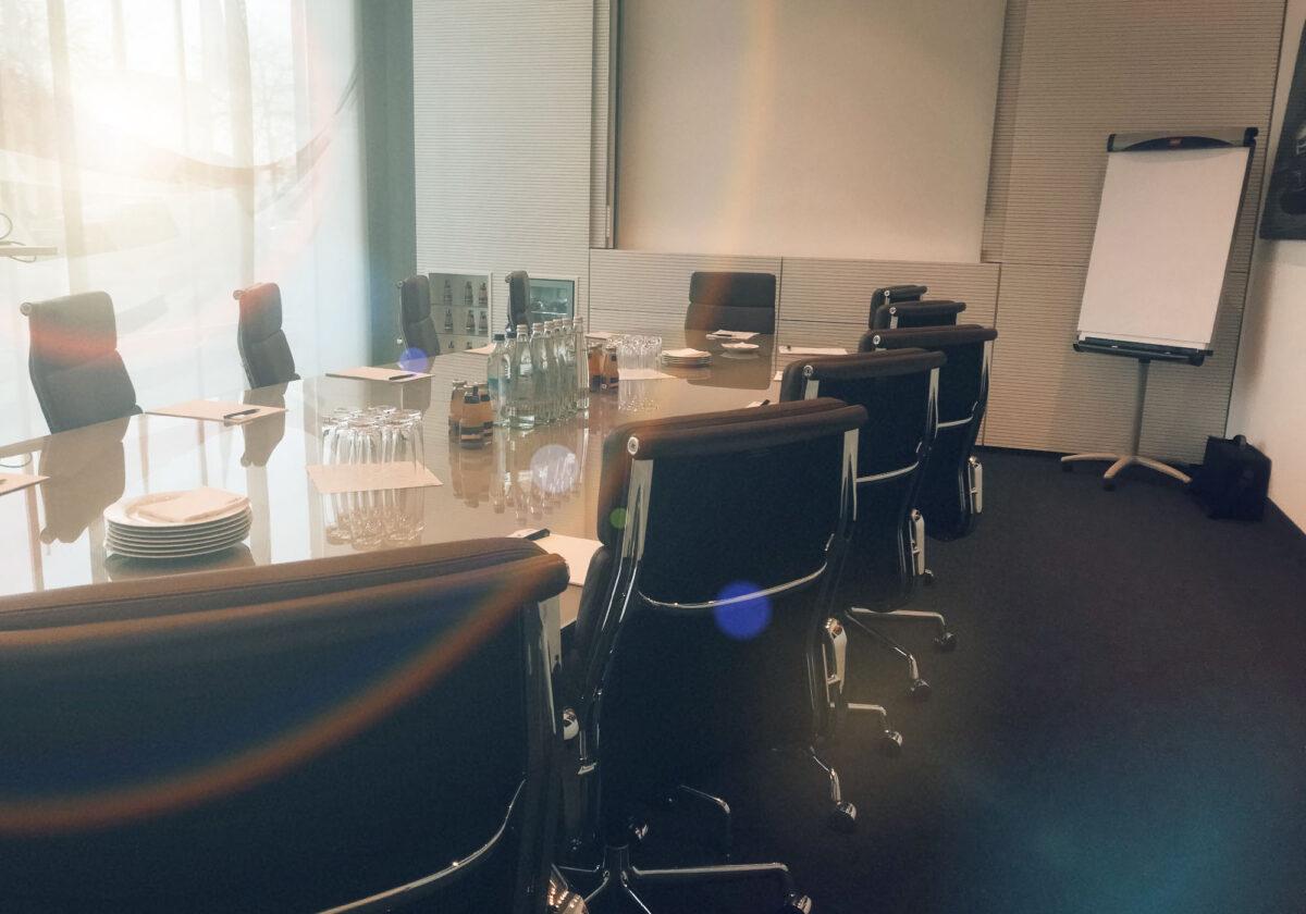 Nagłośnienie małej sali konferencyjnej – co wybrać?
